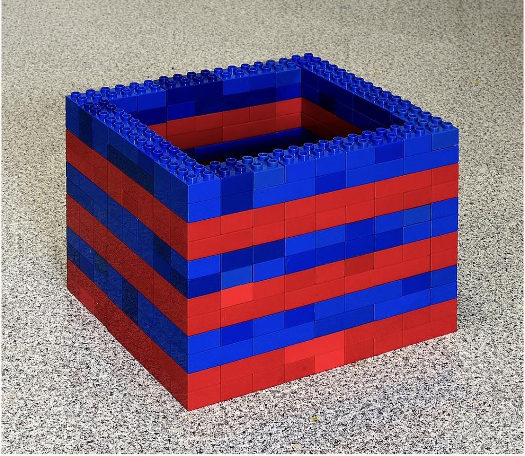 Fernando J. Ribeiro_LEGO sculpture_Shelter_2021