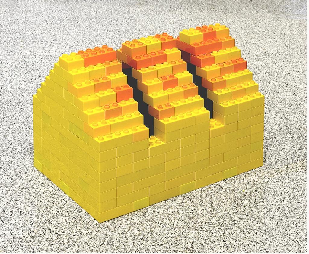 Fernando J. Ribeiro_Summer House_LEGO sculpture_2021